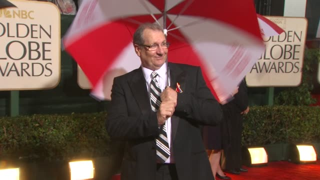 ed o'neill at the 67th annual golden globe awards arrivals part 4 at beverly hills ca - ゴールデングローブ賞点の映像素材/bロール