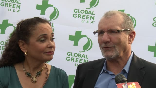 ed o'neill catherine rusoff on how they feel to be honored how they started living a green life how others can reduce their carbon footprint if ed... - catherine rusoff stock videos & royalty-free footage