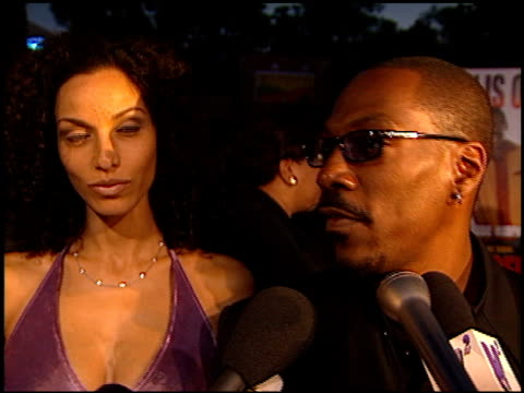 eddie murphy at the 'bowfinge'r premiere at universal amphitheatre in universal city california on august 10 1999 - eddie murphy stock videos & royalty-free footage