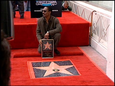stockvideo's en b-roll-footage met eddie murphy at the dediction of eddie murphy's walk of fame star at the hollywood walk of fame in hollywood california on june 26 1996 - 1996