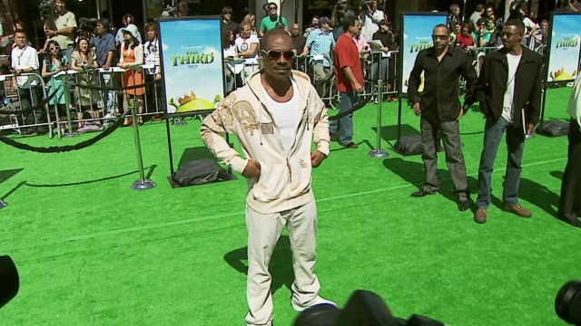 eddie murphy at the 'shrek the third' premiere at the mann village theatre in westwood california on may 6 2007 - eddie murphy stock videos & royalty-free footage