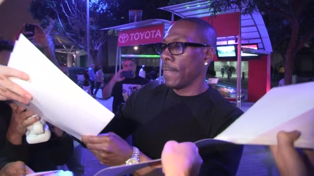 eddie murphy greets fans at the laker game at staples center in los angeles 11/16/12 - eddie murphy stock videos & royalty-free footage