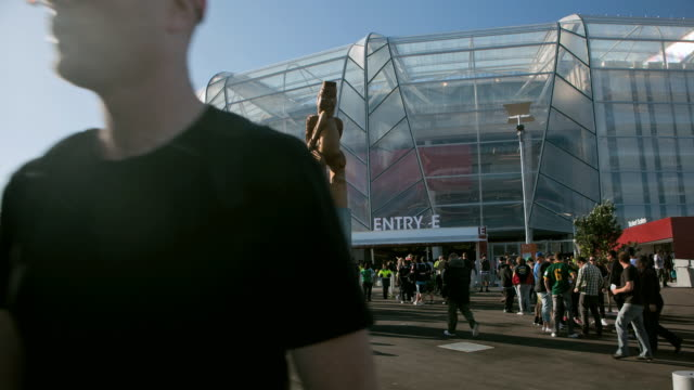 tl eden park stadium as spectators are entering and exiting the complex day and night / auckland, new zealand - 入る点の映像素材/bロール