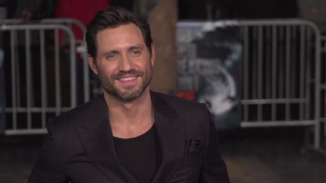 """edgar ramirez at the """"point break"""" los angeles premiere at tcl chinese theatre on december 15, 2015 in hollywood, california. - tcl chinese theatre video stock e b–roll"""
