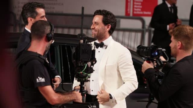 edgar ramirez walks the red carpet ahead of the wasp network screening during the 76th venice film festival at sala grande on september 01 2019 in... - 有名人のサイン点の映像素材/bロール