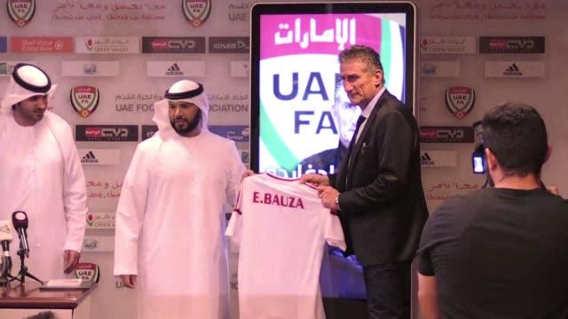 Edgardo Bauza fue presentado el jueves como nuevo entrenador de la seleccion nacional de Emiratos Arabes Unidos un mes despues de haber sido...