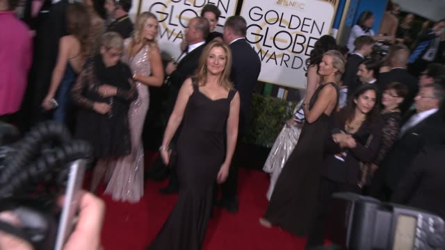 vidéos et rushes de edie falco at the 72nd annual golden globe awards - arrivals at the beverly hilton hotel on january 11, 2015 in beverly hills, california. - the beverly hilton hotel