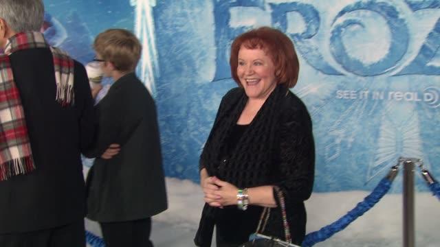 vídeos de stock, filmes e b-roll de edie mcclurg at walt disney animation studios'frozen los angeles premiere in hollywood ca on - walt disney animation studios