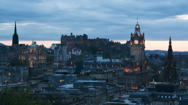 edinburgh castle at sunset, scotland (time lapse) - edinburgh scotland stock videos & royalty-free footage