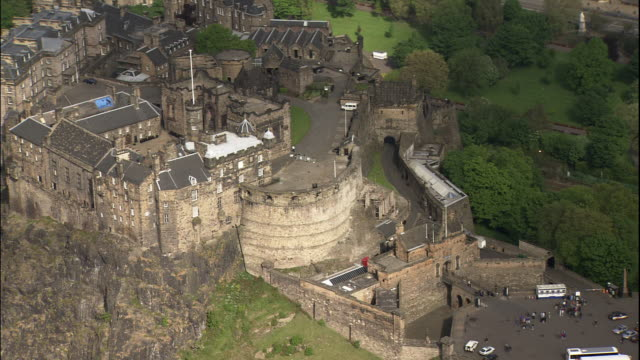 edinburgh castle perches over above the city of edinburgh on castle rock. - edinburgh castle stock videos & royalty-free footage
