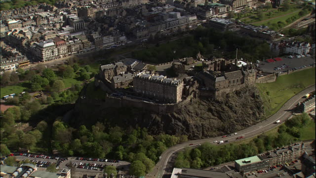 edinburgh castle perches over the city of edinburgh on castle rock. - edinburgh castle stock videos & royalty-free footage