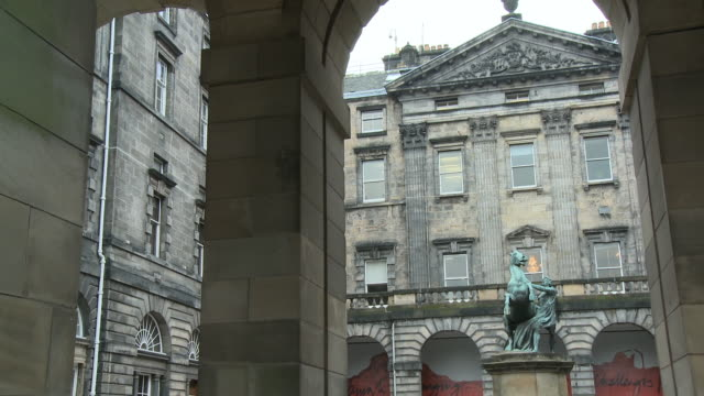 ms, pan, edinburgh city chambers at royal mile, edinburgh, scotland, united kingdom - royal mile stock videos and b-roll footage
