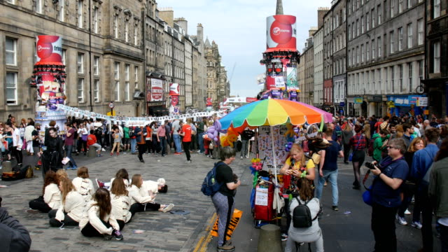 edinburgh festival fringe,perfomance and visitors along the royal mile - royal mile stock videos and b-roll footage