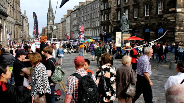 edinburgh festival fringe,perfomance and visitors along the royal mile - scotland stock videos & royalty-free footage