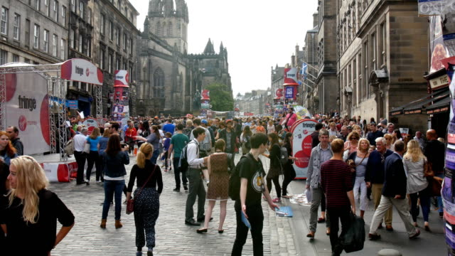edinburgh festival fringe,perfomance and visitors on the royal mile - scotland stock videos & royalty-free footage