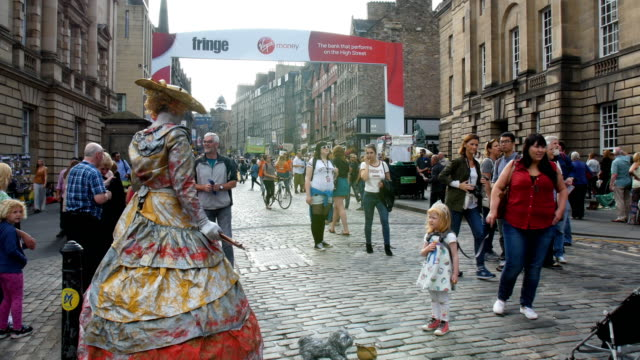 edinburgh festival fringe,perfomance and visitors on the royal mile - royal mile stock videos and b-roll footage