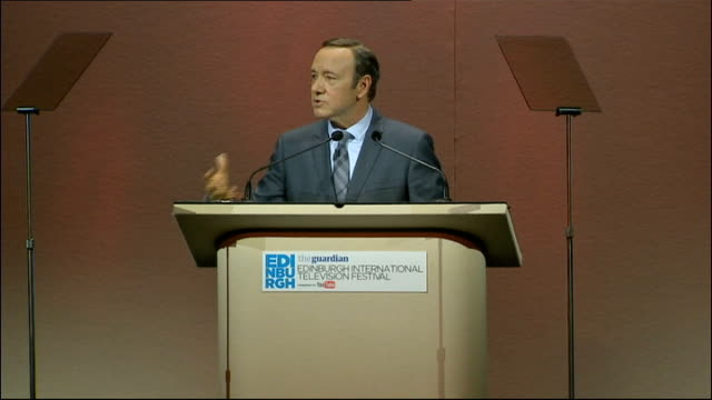 stockvideo's en b-roll-footage met edinburgh international television festival: kevin spacey keynote speech; spacey speech sot - if you watch a tv show on your ipad is it no longer a... - television game show