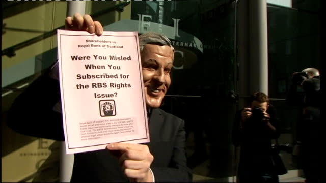 edinburgh: protester wearing fred goodwin mask outside venue for rbs annual shareholders' meeting int sir philip hampton interview sot ext... - 年次総会点の映像素材/bロール