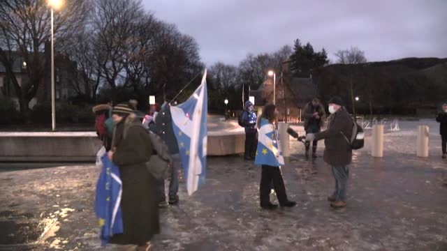 edinburgh residents contemplate life outside of the european union as the united kingdom ends its transition period and leaves the bloc permanently - independence video stock e b–roll