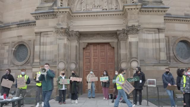 edinburgh university students protest in the light of the covid -19 pandemic, against the false promise of 'hybrid learning' to new and returning... - person in education stock videos & royalty-free footage