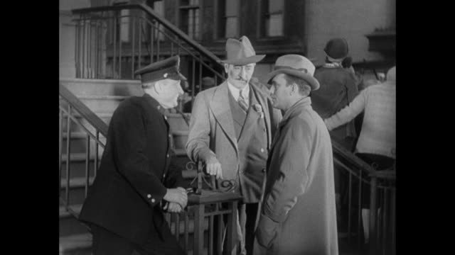 1931 editor (adolph menjou) fakes fire to trap missing reporter (pat o'brien) - 1931 stock videos & royalty-free footage