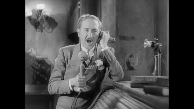 vídeos y material grabado en eventos de stock de 1931 editor (adolph menjou) shouts at employee and his girlfriend over the telephone - culpabilidad