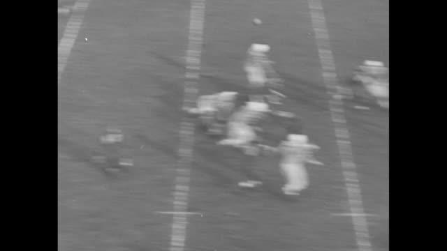 """vídeos de stock e filmes b-roll de edmonton eskimos quarterback claude arnold completes pass to roland """"rollie"""" miles in 4th quarter of grey cup championship game against toronto... - último quarto de tempo"""