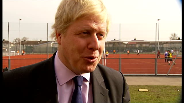 vídeos de stock, filmes e b-roll de ext boris johnson interview sot when i do get a response i will take the appropriate action/ will try to get to bottom of matter london fire... - itv london tonight