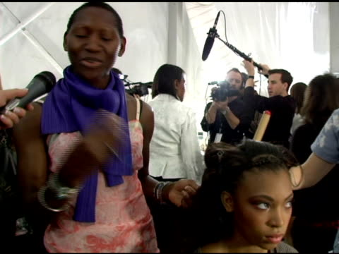 stockvideo's en b-roll-footage met edris nicholls head hair stylist on the craziness backstage her look for the fashion show working with tracy reese and using garnier products at the... - dameskleding