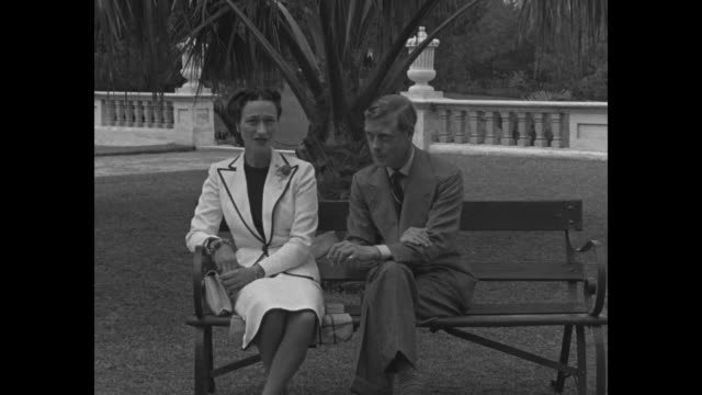 edward and wallis duke and duchess of windsor pose for photographers at various places around government house in nassau / cu duke smoking / cu duke... - kanton wallis stock-videos und b-roll-filmmaterial