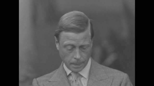 sot edward duke of windsor reads question during interview in nassau regarding whether he is goodwill ambassador to the western hemisphere sot answer... - edward viii stock videos & royalty-free footage