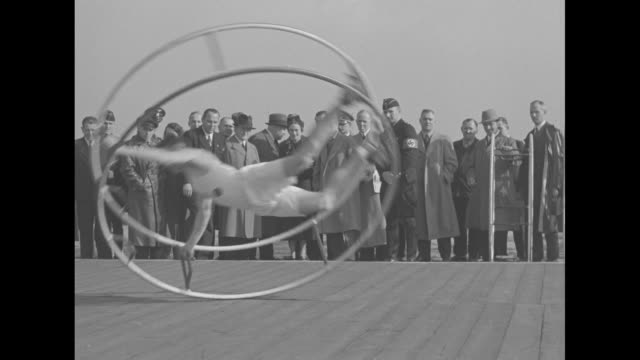 VS Edward Duke of Windsor watches gymnast inside spinning wheel cage / he listens to gymnast / Wallis Simpson Duchess of Windsor with others / the...