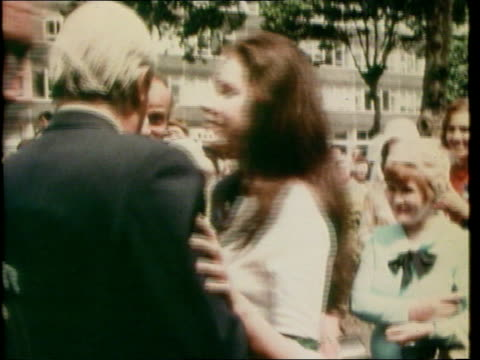 vídeos de stock e filmes b-roll de edward heath announces retirement from commons; lib 1970s ext edward heath along greeting supporters 1974 ???: striking miners at rally during miners... - mineiro trabalhador manual
