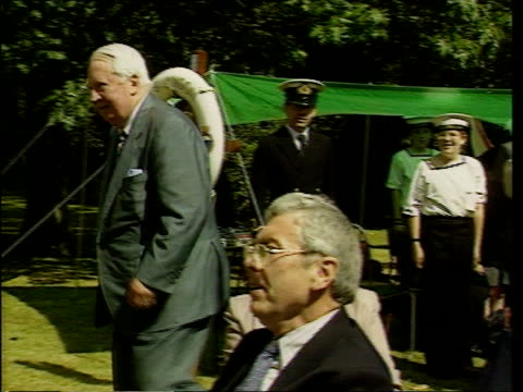 edward heath announces retirement from commons lib salisbury ext lms sir edward heath along past clapping crowd to cake during his 80th birthday... - edward heath stock-videos und b-roll-filmmaterial