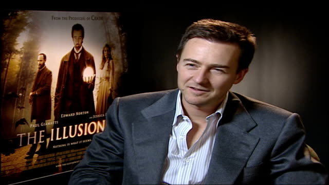 edward norton stars in film 'the illusionist'; norton interview sot - speak a little bit of spanish/ does michael caine impression/ love to come and... - 俳優 マイケル・ケイン点の映像素材/bロール