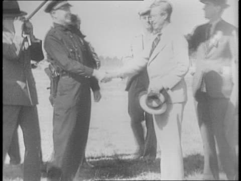 edward viii, duke of windsor from nassau / escorted from ship with bunting hanging / american stunt flying / friendly bonds link countries. - エドワード8世点の映像素材/bロール