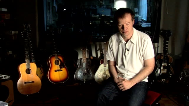 vídeos de stock, filmes e b-roll de edwyn collins releases new album after lifethreatening illness england london kilburn int **copyright music overlaid sot** edwyn collins interview... - título de álbum
