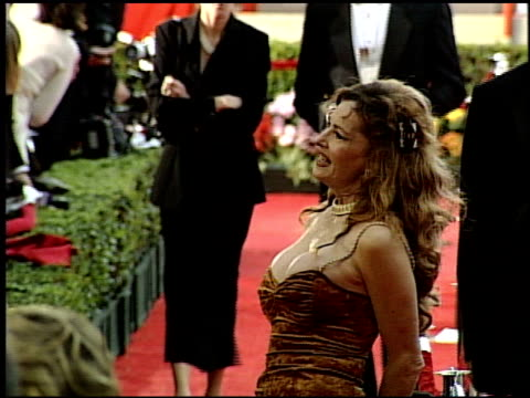 vídeos y material grabado en eventos de stock de edy williams at the 1999 academy awards at the shrine auditorium in los angeles california on march 21 1999 - 71ª ceremonia de entrega de los óscars