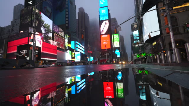 covid-19 effect to new york nightlife at times square. people and traffic disappeared from times square for impact of covid-19 in the rainy night to early morning on mar. 29 2020. - billboard stock-videos und b-roll-filmmaterial