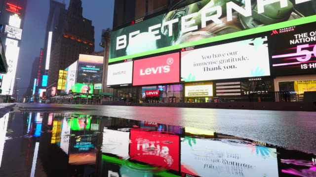 covid-19 effect to new york nightlife. people and traffic disappeared from times square for impact of covid-19 in the rainy night to early morning on mar. 29 2020. - billboard stock-videos und b-roll-filmmaterial