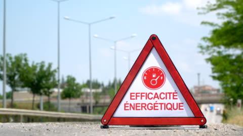 vidéos et rushes de efficacité énergétique (efficacité énergétique) - signe de circulation français - - phare arrière de véhicule