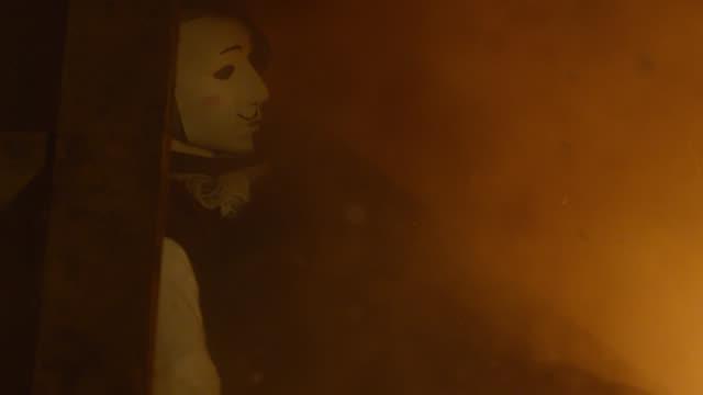 effigy of guy fawkes on burning bonfire, uk - effigy stock videos & royalty-free footage