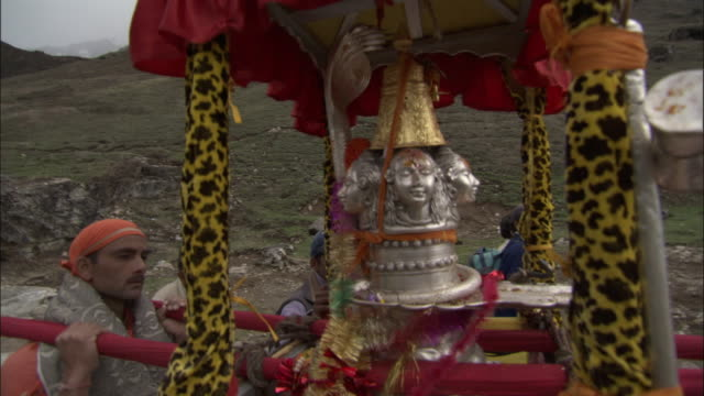 effigy of shiva being carried towards kedarnath, india available in hd. - effigy stock videos & royalty-free footage