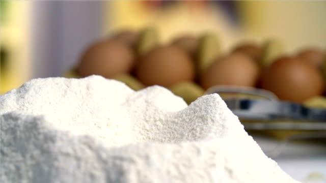 Uovo cadere nella Farina