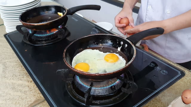 eggs fried in a pan - cooking pan stock videos & royalty-free footage