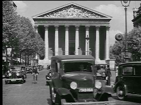 stockvideo's en b-roll-footage met b/w 1936 eglise de la madeleine with traffic + bicycles on street in foreground / paris, france - rue royale