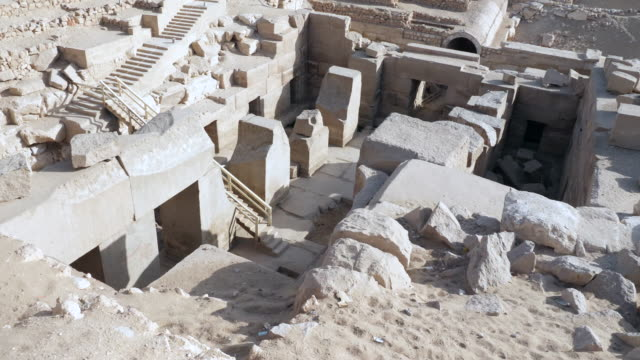 stockvideo's en b-roll-footage met egypt, abydos - temple of sety i - osireion - international landmark