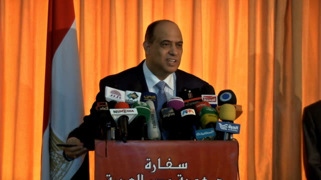 egypt ambassador to yemen ashraf akel egypt ambassador to yemen ashraf akel on august 21 2013 in juba sudan - botschafter stock-videos und b-roll-filmmaterial