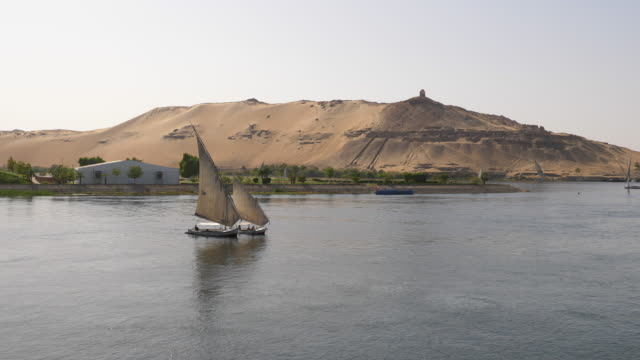 vidéos et rushes de egypt, aswan - sailing in the nile - égypte