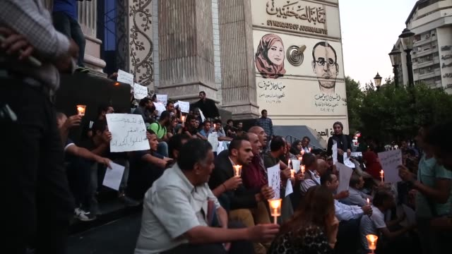 Egyptian activists gather in front of the Journalists' Syndicate headquarters to commemorate the victims of the Europebound boat that capsized off...